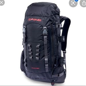 DAKINE POACHER SKI/BOARD BACKPACK 2300 CU